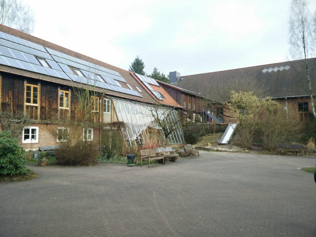 Ansicht des Steyerberger Hauptgebäudes mit Wintergarten