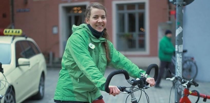 Foto einer Nutzerin des kostenlosen Bikesharing-Systems in Regensburg